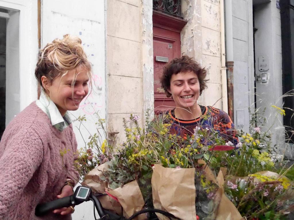 Bigoud, fleurs comestibles à Marseille et fleurs décoratives, en bouquet ou à manger (préparation pour la livraison à vélo)