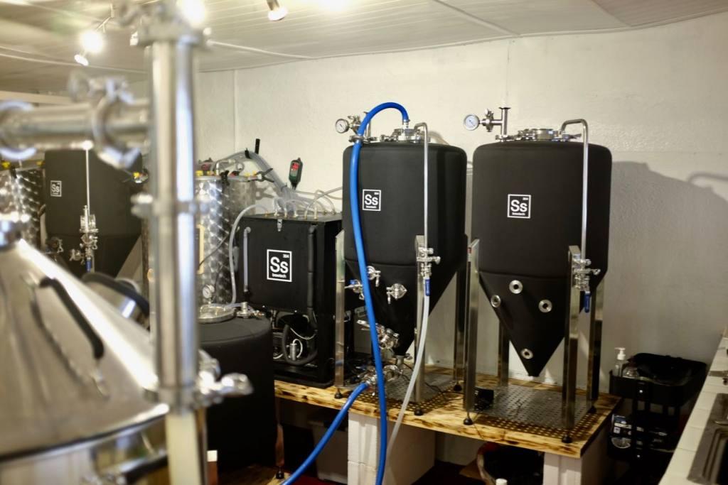Keg & Can: micro-brasserie et bar à bières artisanales à Marseille (cuves)