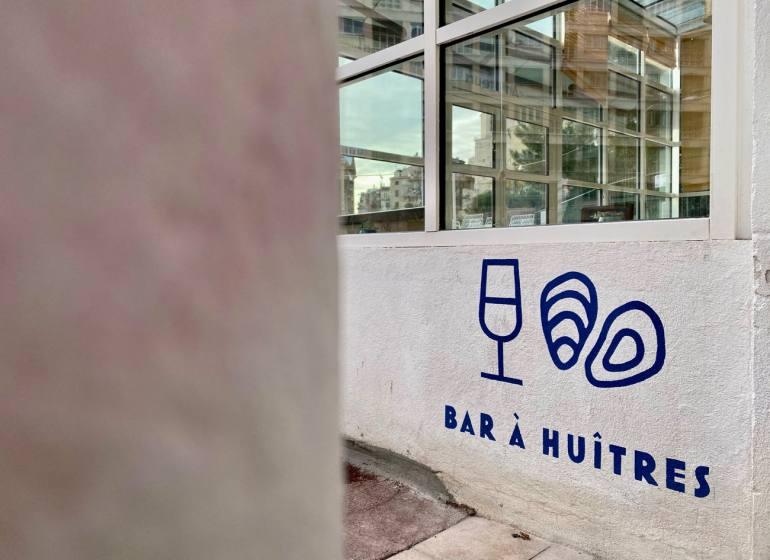 Les Amateurs, bar à huîtres et cuisine du midi au pied du Panier (extérieur)