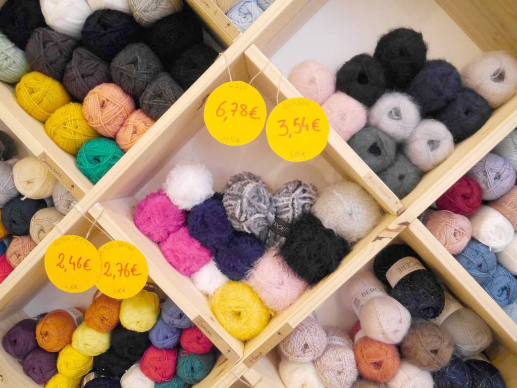 Le Fil en Trop, café tricot à Marseille (pelotes de laine)