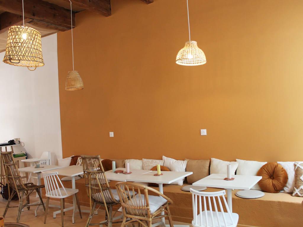 De Bon'heur Café, Brunch Marseille, City Guide Love Spots (tables)