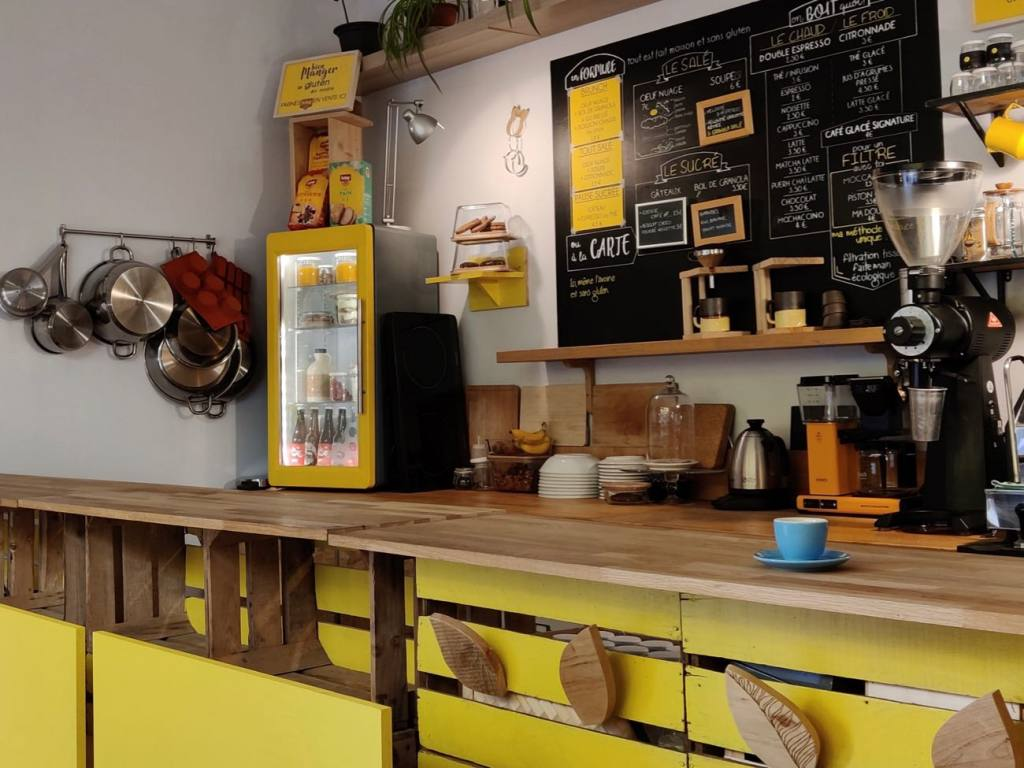 Le Cafe en Bois, zero waste coffee shop, Marseille, city guide Love-Spots (the counter)