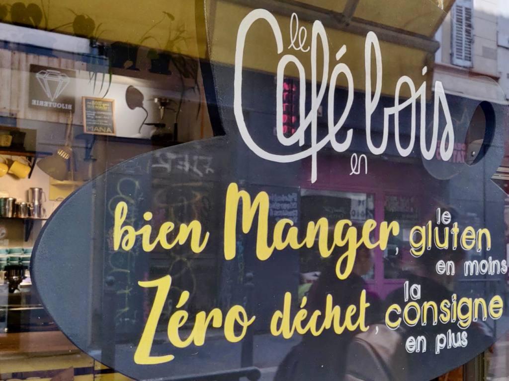Le Cafe en Bois, zero waste coffee shop, Marseille, city guide Love-Spots (the window)