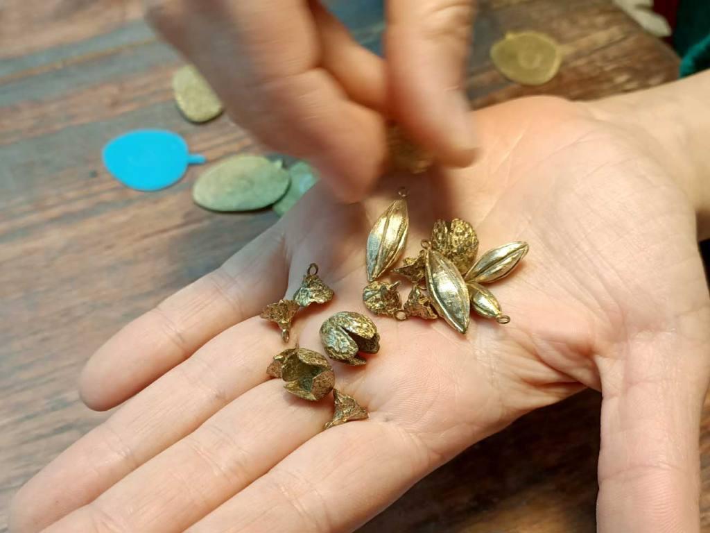 Sibylle Flouret, créatrice de bijoux à Marseille : graines moulées