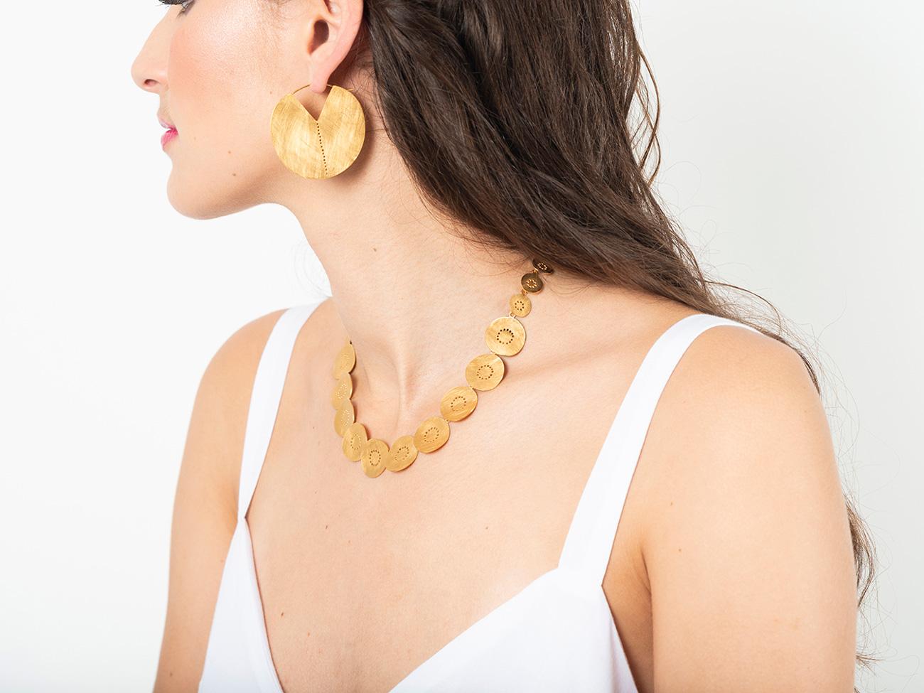 Sibylle Flouret, créatrice de bijoux à Marseille : boucles d'oreilles et collier