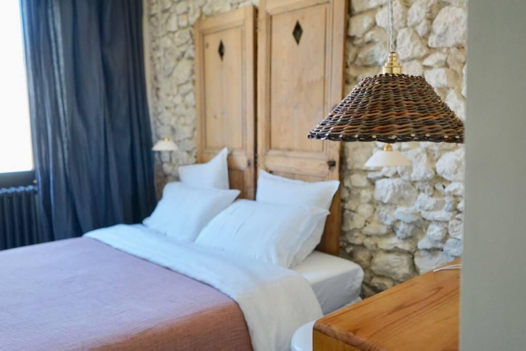 Enamoura, maisons d'hôtes en provence et collection d'objets de décoration artisanaux (suspension osier)