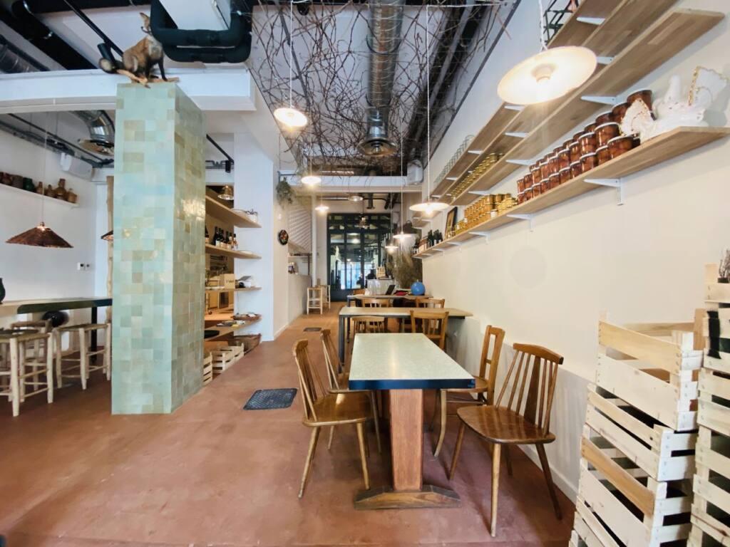 L'Abri, wine and food cellar in Marseille (jars)