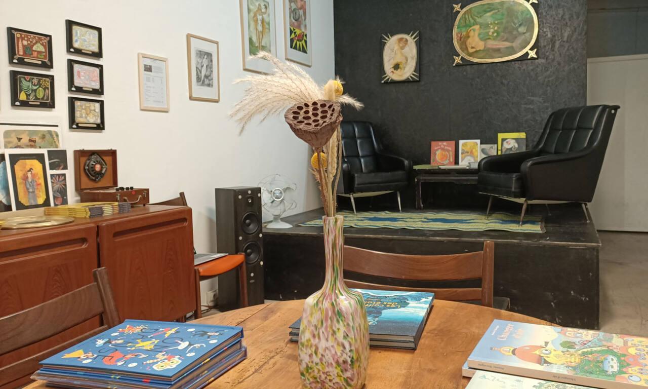 Oh ! Mirettes, boutique d'art à Marseille : intérieur et livres