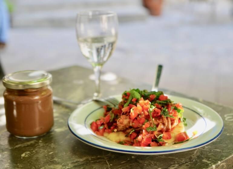 Sam Kitchen, restaurant de cuisine du marché à Montevideo (pulled pork chimichurri)