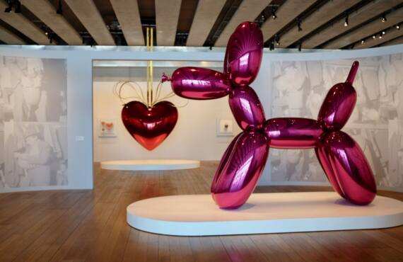 Jeff Koons, œuvres de la collection Pinault exposées au Mucem de Marseille (balloon dog)