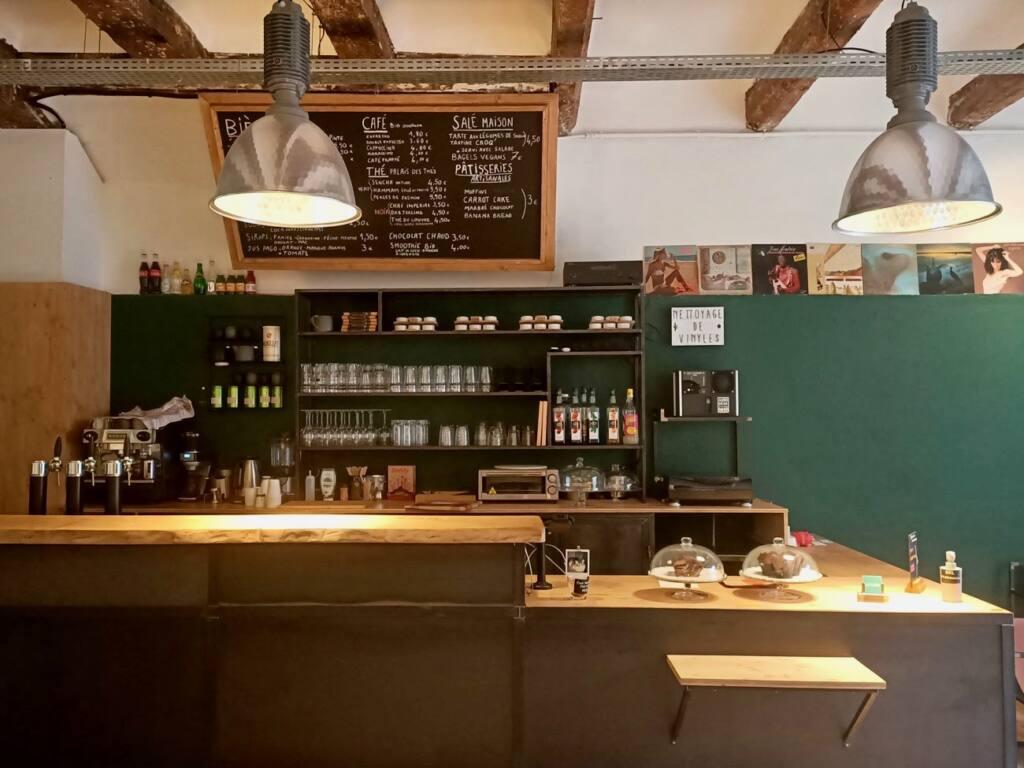 Le Fuzz, café et disquaire à Marseille : comptoir