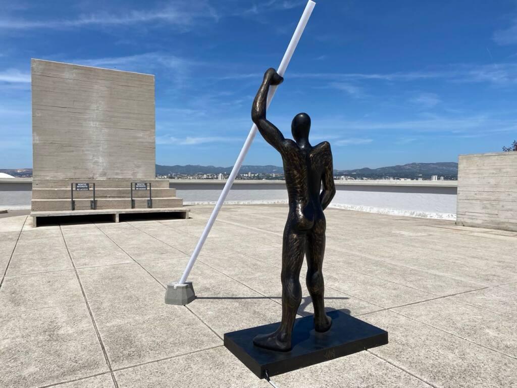 Les meilleures expos de l'été à Marseille pour l'été 2021 (sculpture Zevs sur le toit du au Mamo)