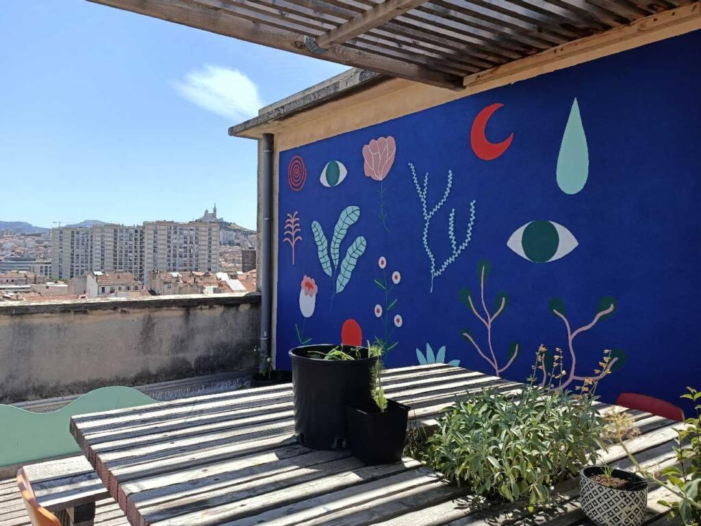 Coco Velten, cantine à Marseille : toit-terrasse et fresque