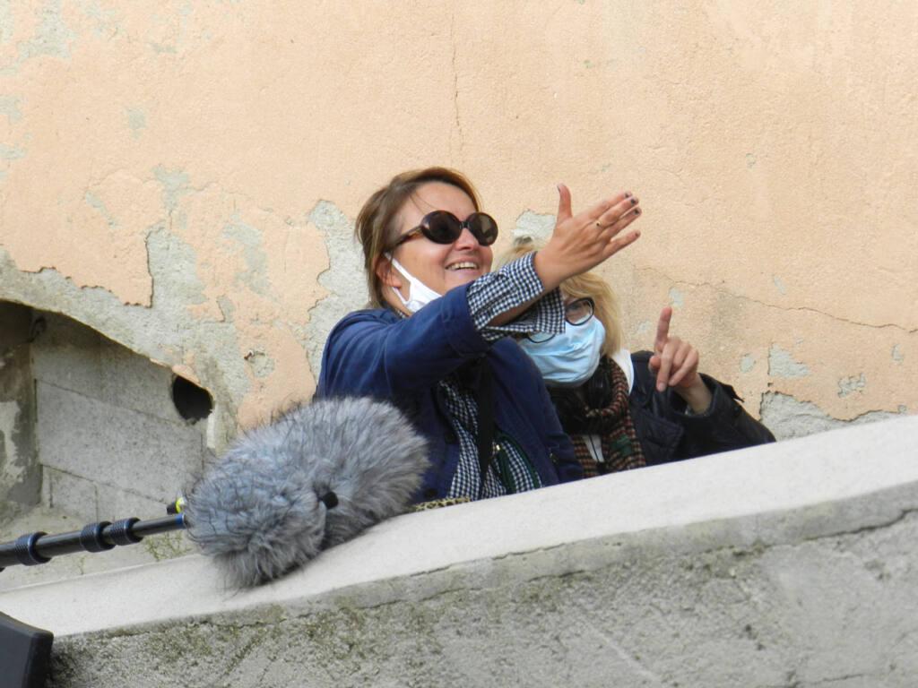 Dorothée Sebbagh, réalisatrice à Marseille, sur le tournage de Malmousque
