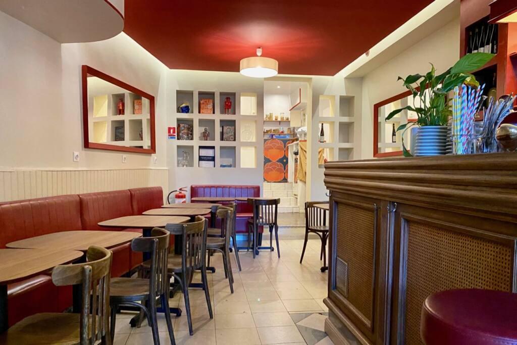 Vorace, retro bistrot, Marseille, city guide love spots (the interior)